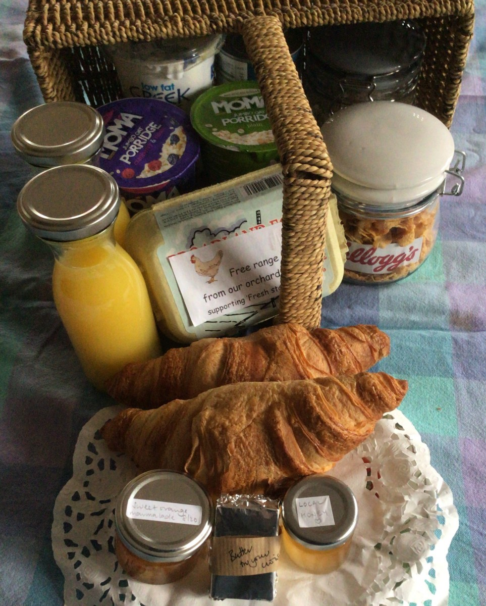 breakfast-basket at Wayfarers Wood